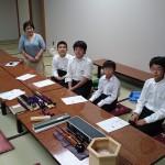 中学生が雅楽を学びに来られました。